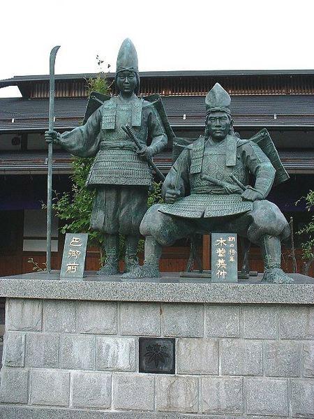 tomoe-statue