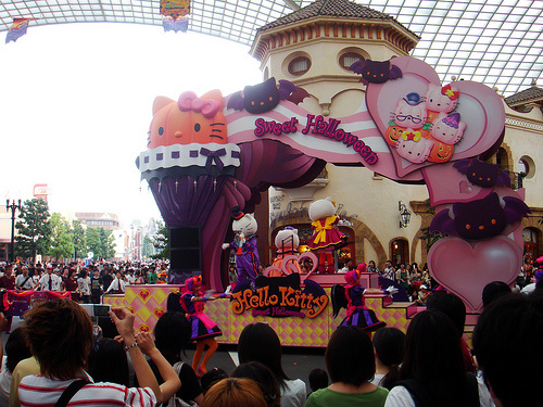hello_kitty_halloween_float_universal_studios_japan