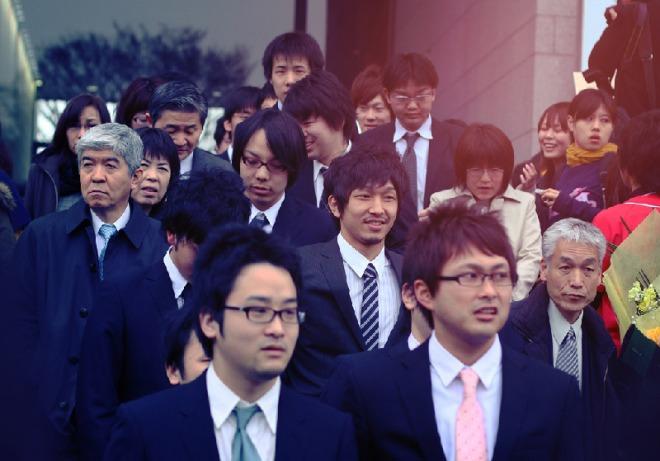 Japanese-salarymen-and-women