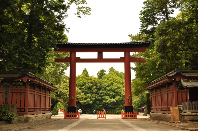 Third_shinto_gateway_of_the_Hikawa_shrine